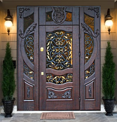 Парадные металлические двери с элементами ковки