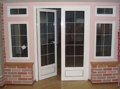 Входная дверь, открывающаяся внутрь