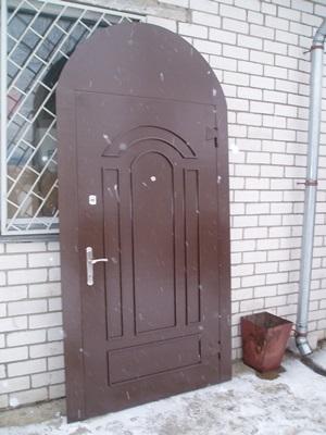 Дверная конструкция арочного типа