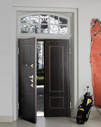 Металлическая дверь с отделкой из дерева