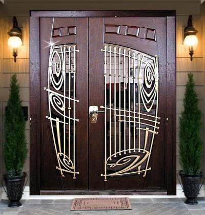 Эксклюзивная дверь с ковкой из сосны