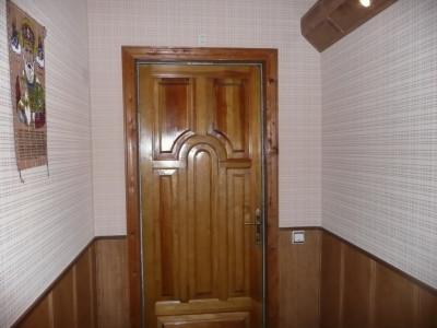 Дверь входная: материал сосна