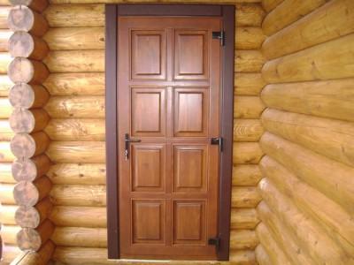 Сосновые двери для дачи