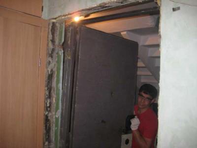 Демонтаж металлической входной двери