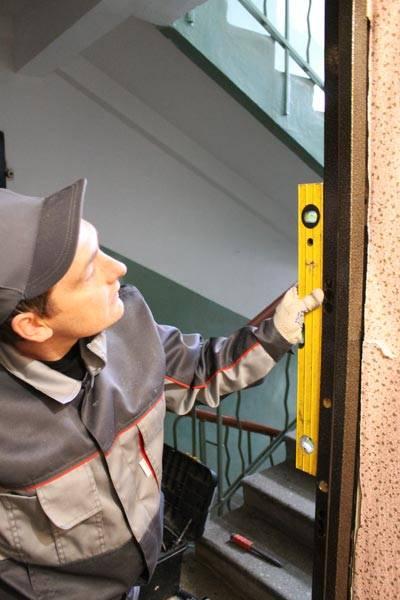 Установка новой металлической двери