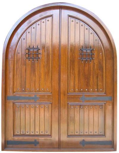 Деревянная дверь с коробкой