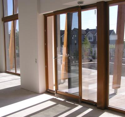Стеклянные двери раздвижного типа