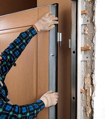 Монтаж новой двери в квартире