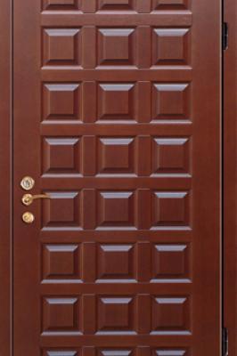 Дверь, выполненная из массива