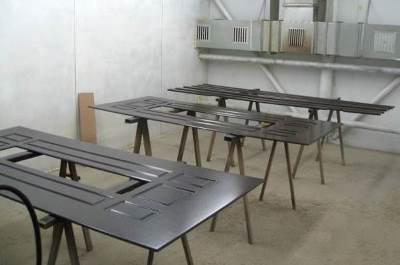 Производство металлических стальных дверей со стеклопакетом