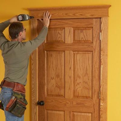 Декоративная отделка входной двери