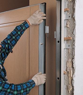 Обустройство входа новой дверью