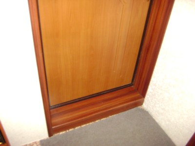 Входная дверь с порогом