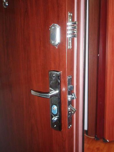 Стальная дверь с правильными замками