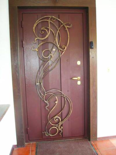 Модели входных дверей с художественной ковкой.